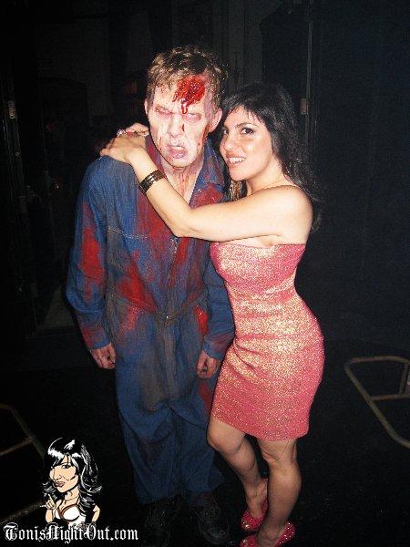 wd_toni_hugging_zombie